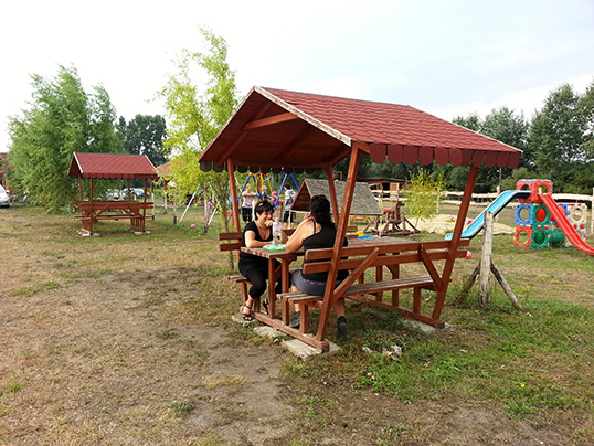 Esőbeállók, pavilon - Jakabka Horgásztó Sződ